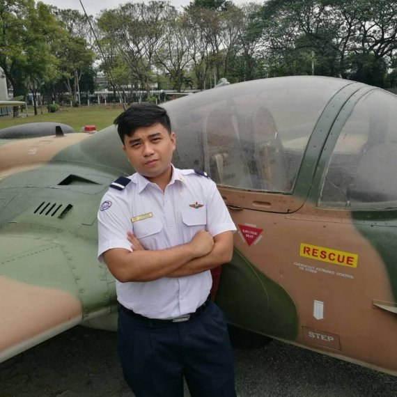Engineer Tutor Family  นาย วรศักดิ์ นุ่นสุวรรณ คณะเทคโนโลยีการบินบัณฑิต (AVM18) สถาบันการบินพลเรือน
